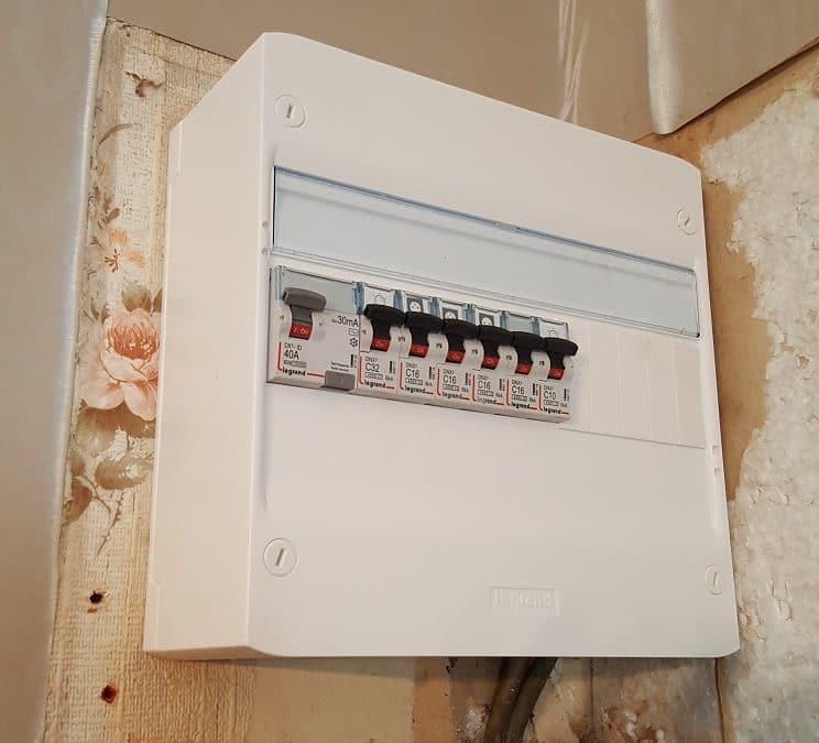 Remplacement et mise aux normes électriques d'un tableau contenant des porte-fusibles par un tableau électrique nouvelle génération Drivia