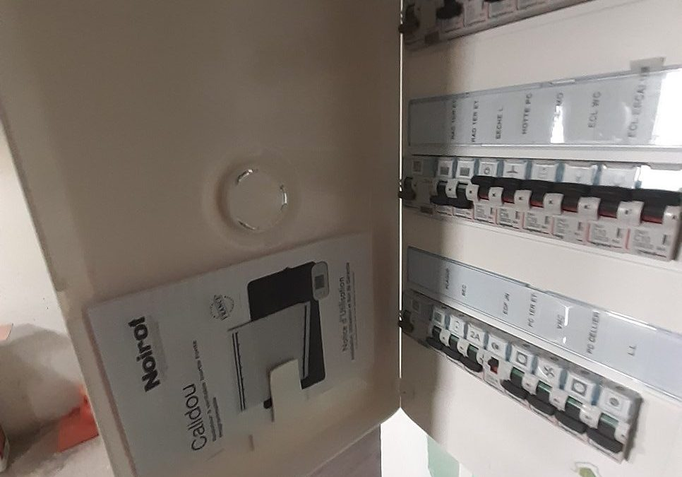 Pose de radiateurs électriques Noirot Calidou par notre électricien de La Rochelle