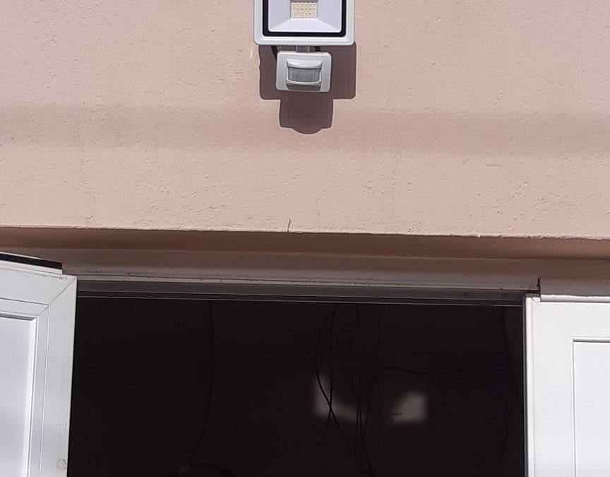 Rénovation d'une sonnette électrique à La Rochelle par notre électricien