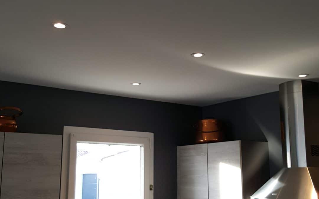 Fourniture et pose de spots LED dans une maison à Périgny en Charente-Maritime