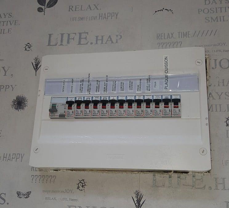 Remplacement de 2 tableaux électriques à La Rochelle Porte Royale pour une mise aux normes des disjoncteurs et interrupteurs différentiels NF C 15 100.
